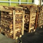 単位量にまとめられた薪
