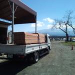 富士山の麓に杉板を納品しました!